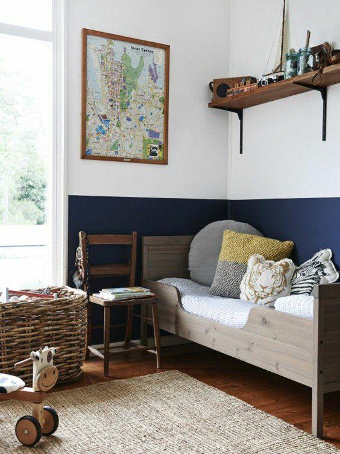 peinture-glycéro-double-couleur-mur-blanc-foncé-blanc-lit-en-bois-clair