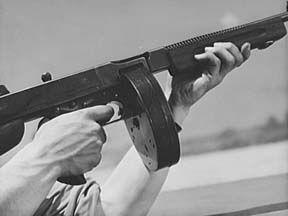Ametralladora Thompson M1928 A1, con cargador de tambor