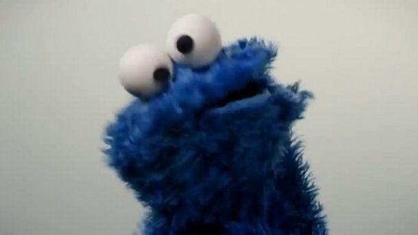 El monstruo come galletas de Plaza Sésamo es el nuevo integrante de la lista de famosos que han interpretado  Call me maybe , original de Carly Jaspen. El tema