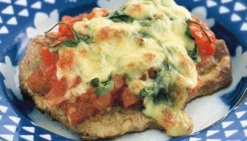 Χοιρινά φιλετάκια με ντομάτες και τυρί