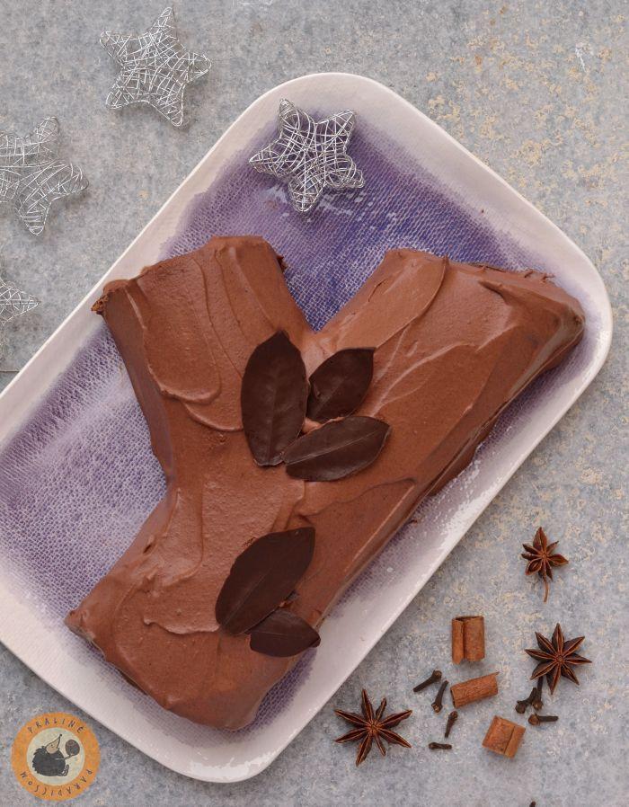 Minden évben készítek karácsonyra fatörzstortát: készül klasszikus  is, illetve francia stílusú Bûche de Noël (itt a tavalyi madaga...