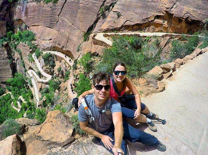 SÉRIE MIGHTY 5  O último parque nacional da série Mighty 5 5 parques nacionais do estado americano de Utah é  também o nosso preferido: ZION!  Espere gastar entre 2 a 3 dias para explorá-lo.  Trilhas imperdíveis:  _ Angels Landing (foto) _ The Narrows  E muito mais!  Para saber mais sobre cada atração do Zion National Park e o roteiro que fizemos acessehttp://ift.tt/1ZbGH4z.  #zion #zionnationalpark #mighty5 #utah#usa #photography #pegadasnaestrada #missaovt #aventura#aprendizdeviajante…