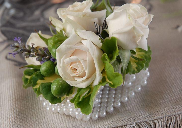 How to Make a Wristlet Corsage #DIY #weddings #floraldesign