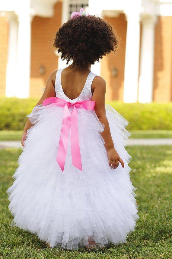 He encontrado este interesante anuncio de Etsy en https://www.etsy.com/es/listing/194967471/blanco-ojal-blusa-y-falda-de-tul-vestido