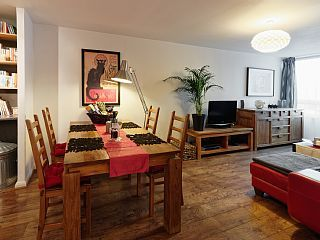 $1845 new Riverside Apartment Central London. 1 brm that sleeps 2 but has a large lounge. 1 Min to Vauxhall Tube. 3 mins by tube to Victoria Station. 10 min walk to Big Ben. 5th floor + elevator. No reviews. Member since 2017.