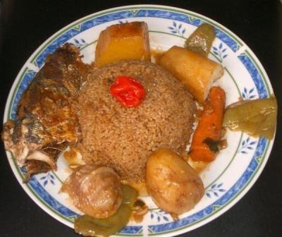 Thieboudienne est le mets le plus célèbre de la cuisine sénégalaise.