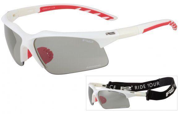 R2 AT061 D napszemüveg. Ez egy kifejezetten sportosra tervezett napszemüveg, kiváló polikarbonát fotokróm lencsékkel. Az R2 AT061 D szemüveg szürke, füstös lencséi a napos időben is kiszűri a sugárzó fényességet. KATTINTS IDE!