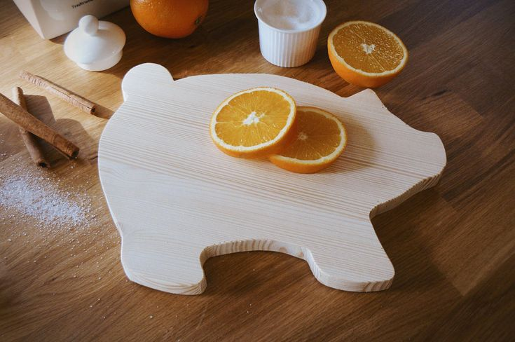 Wooden handmade pig cutting board, serving board, wooden chopping block, home decoration, natural, kitchen decoration, gift, farmhouse decor by WoodiesByManna on Etsy