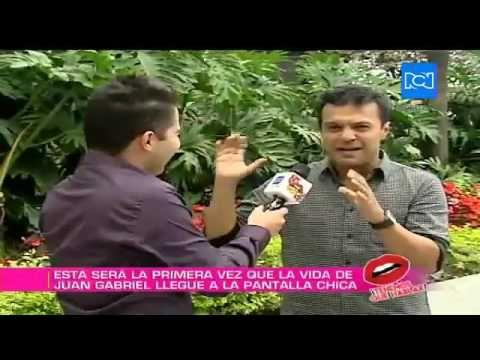 Julián Román habló sobre cómo fue protagonizar la serie de Juan Gabriel - YouTube