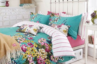 Bright and cheery bedding @Bedsonlegs loves joules for their floral designs