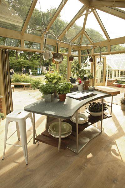 funktionell modern wintergarten k che von johnny grey auf der rhs chelsea flower show 2011. Black Bedroom Furniture Sets. Home Design Ideas
