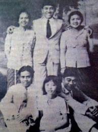 Inggit Garnasih, Sukarno, Ratna Djuami & Kartika Sitting with Sukarno's Students
