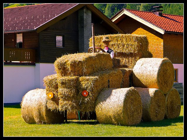 Hay makes a tractor - not the other way around! Erntedank in Tirol, NPPhotographie.
