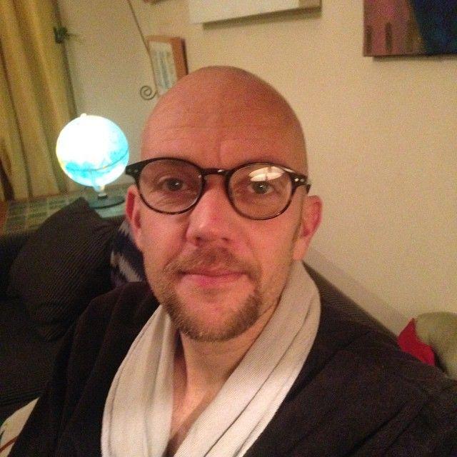 Har gått å blivit  glasögonorm. Bara läsglasögon än så länge men det blir nog seriösare synhjälpmedel vad det lider.