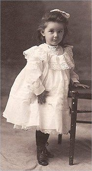 .: Little Girls, Vintage Photos, Antiques Girls, Vintage Children, Vintage Photographers, Girls Vintage, Sweet Girls, Young Girls, Antiques Photographers