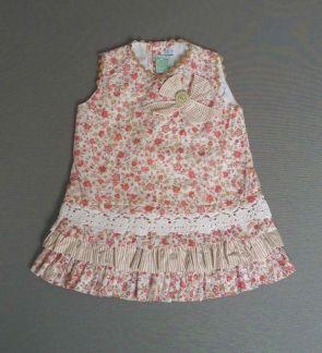 Vestido de volantes estampado en tonos tostados y rosas con puntillas