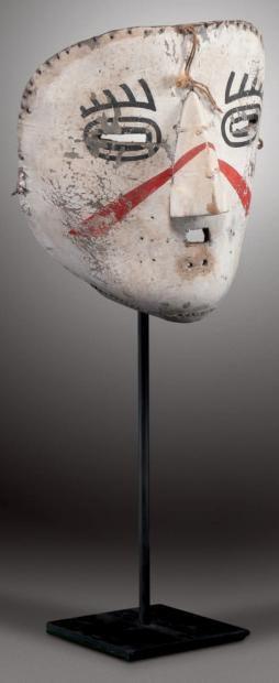 HUUHUWA - Masque facial de clown en cuir blanc: HUHUWA (Colton 125). HOPI, Arizona. Ca. 1900 Cross-Legged Kachina. Kachina-aux-Jambes-Croisées.
