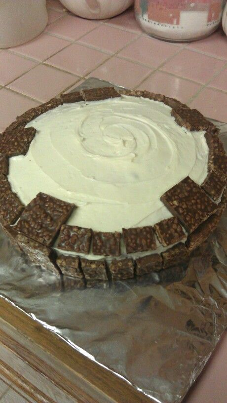 Simple Skylanders Portal Cake---White cake, vanilla frosting, and Crunch bar pieces. Voila!