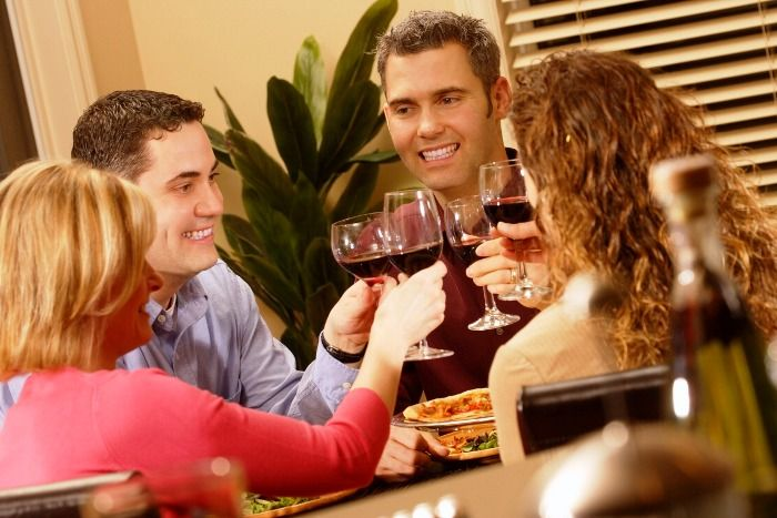 ¿Es correcto regalar vino? http://www.vinetur.com/2013021811556/es-correcto-regalar-vino.html