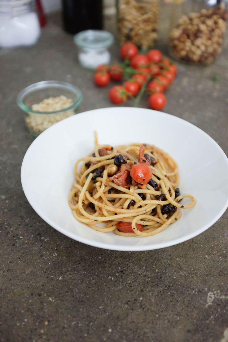 spaghetti olio alici e noci