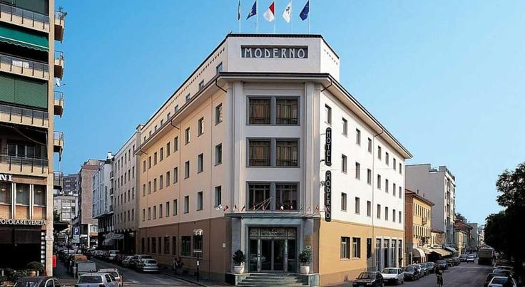 Palace Hotel Moderno Pordenone The Palace Hotel Moderno is an elegant establishment, set just outside the pedestrian area of Pordenone and within walking distance of the railway station.   This recently refurbished hotel features a relaxing day area, reading room and bar.