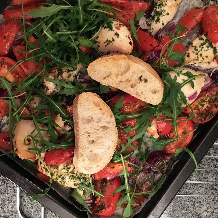 Zin in iets anders dan pasta of rijst? Probeer dan eens deze lekkere ovenschotel met kip en tomaat! Het recept vind je op FIT.nl!