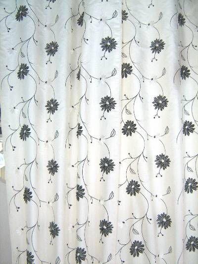 #tendaggio da interno in tafta ricamato di Christian Fishbacher. Altezza: 140 cm