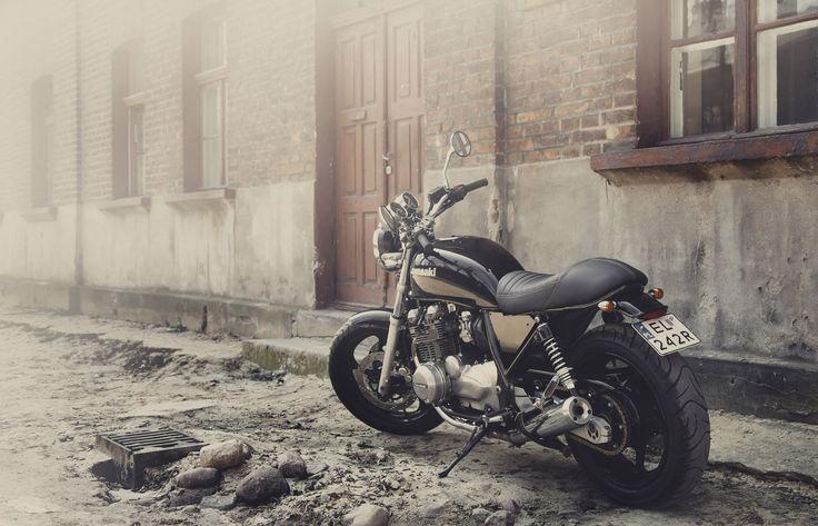 zephyr 750 custom  motorcycle