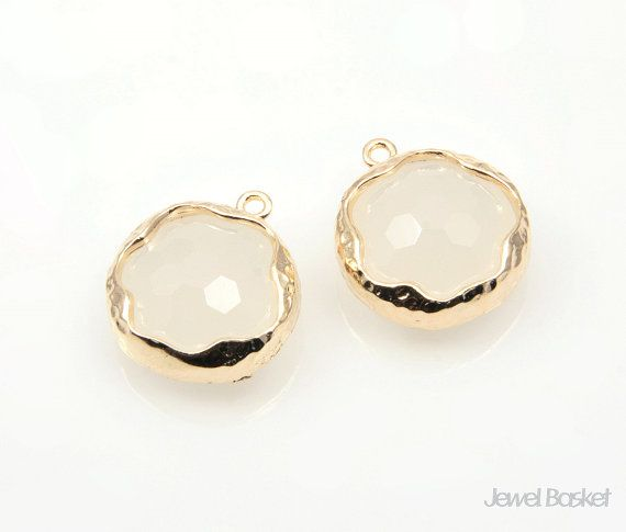 White Smoky Color Faceted Glass and Gold Framed Round Pendant / 14mm / SWSG056-P (Small Size)  - Highly Polished Gold Frame (Tarnish Resistant) - White Smoky Color Faceted Glass - Brass and Glass / 14mm - 2pieces / 1pack