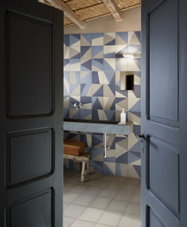 Like a kaleidoscope mid-rotation, Tangram by @bardelli features a random mixing and matching of geometric shapes. #Cersaie2015