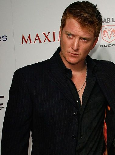josh homme...I wanna make it, I wanna make it with chu! DRESSED IN BLACK.