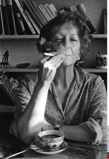 """Wislawa Szymborska Poetry """"Sono entrambi convinti che un sentimento improvviso li unì. È bella una tale certezza ma l'incertezza è più bella"""""""