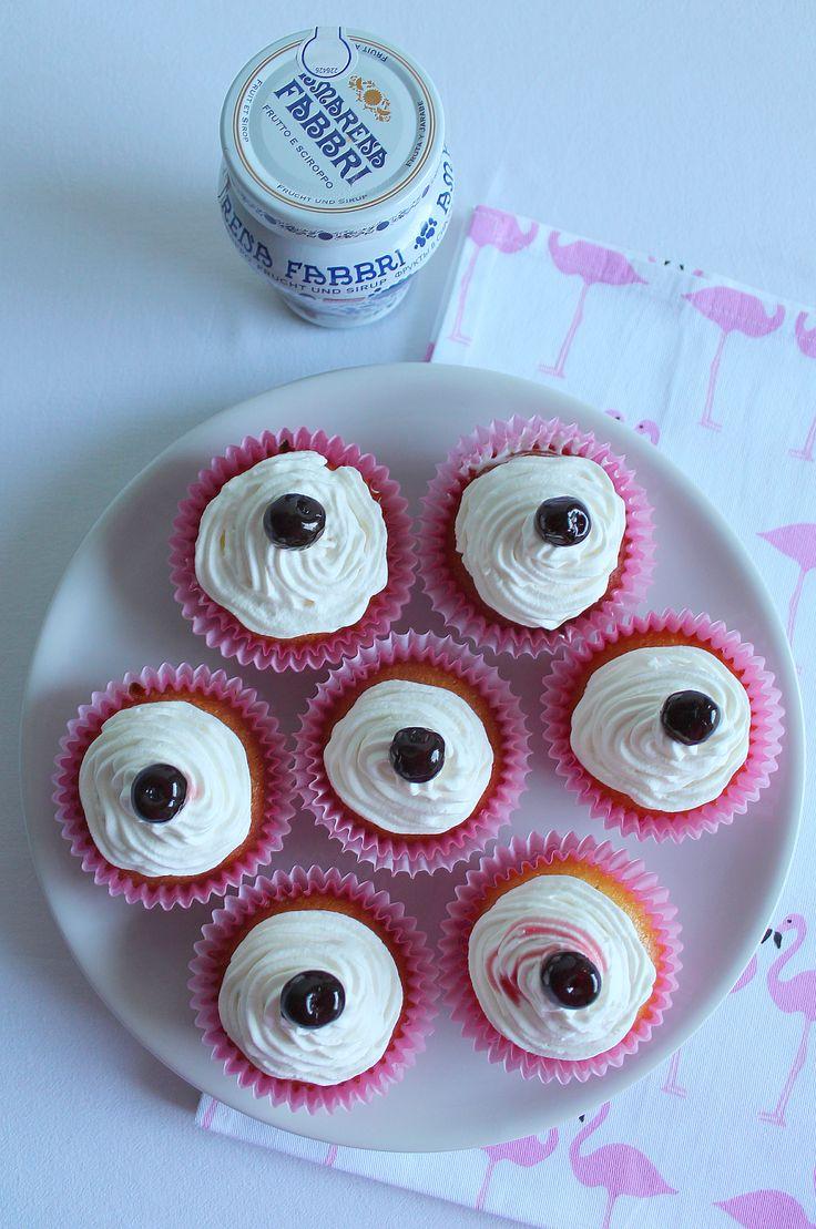 La Tavola Allegra: Cupcakes con Frosting al Cioccolato Bianco e Amarene