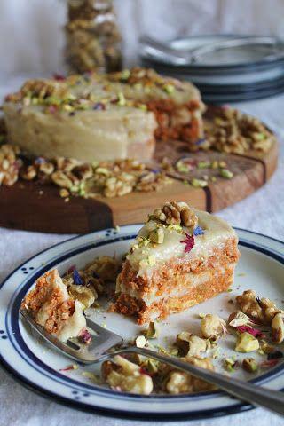 Raw carrot cake (ännu godare med mer citronsaft + rivet skal i glasyren, samt torkat äpple istället för ananas i kakan)