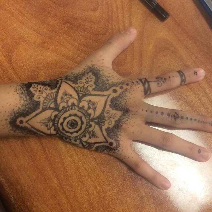 Heres another henna-styled design :)    [Tags] #Henna #pen #bodyart #body #art #marker #hennatattoo #hennatattoos #tattoo #tattoos #digitalart #traditionalart #digital #traditional #flowers #design