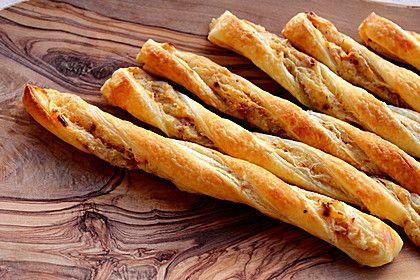 Zwiebel - Blätterteig - Stangen, ein gutes Rezept aus der Kategorie Fingerfood. Bewertungen: 169. Durchschnitt: Ø 4,5.