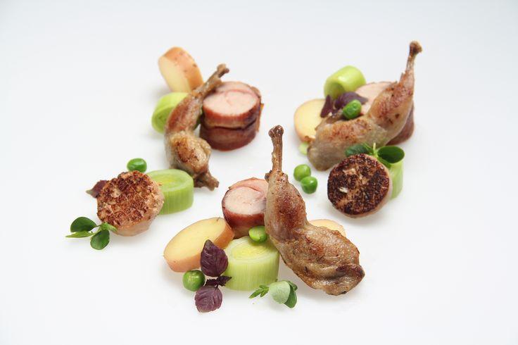 Rouleau van kwartel en geconfijt pootje; gerecht van Culinair centrum De Herderin te Hasselt.
