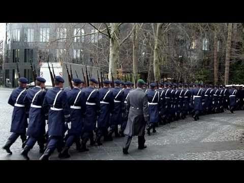 Das Wachbataillon BMVg zu Ehren des kroatischen Präsidenten - YouTube