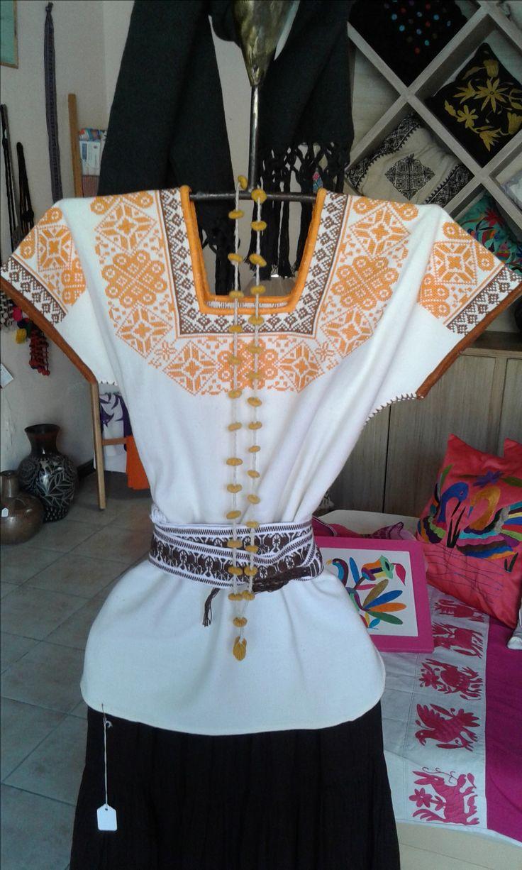 Guanengo purepecha, punto de cruz, telar de cintura. Iquiti Textiles