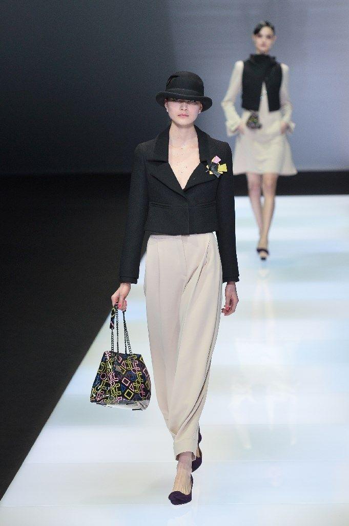 Emporio Armani schickt bei der Mailänder Modewoche Models im Business-Look auf den Laufsteg.