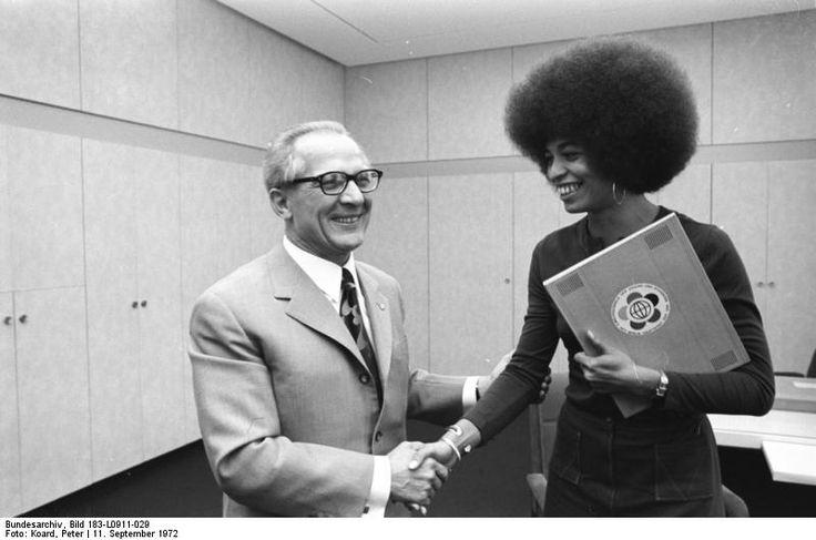 Angela Davis Prison | ... Bild_183-L0911-029,_Berlin,_Erich_Honecker_empfängt_Angela_Davis.jpg