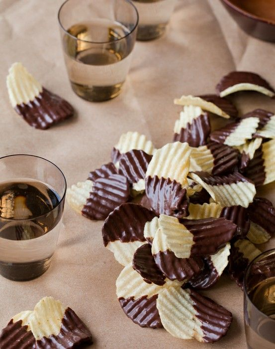 chocolate-covered-potato-chips: Potatoes Chips, Chocolates Chips, Sweet, Chocolate Covered, Chocolates Covers, Recipes, Yum Yum, Covers Potatoes, Chocolates Dips