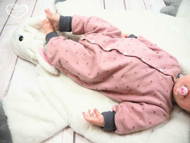 FREEBOOK: Jumpsuit in den Größen 50 und 56/62! Baby Onesie selbst nähen (Lybstes.)   – Kind