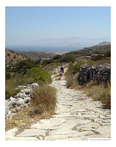 Voyager avec ses enfants: Grèce en famille Préparez votre voyage avec les enfants: hôtels Athenes - hôtels Santorin - hôtels Paros Camille (7 ans) et ses paren