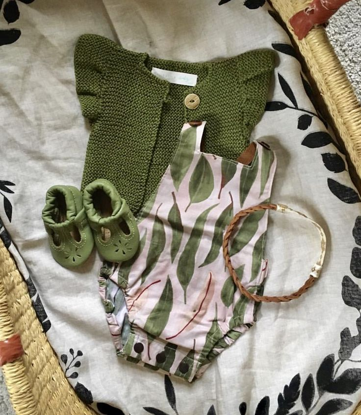 These t-straps are so darling! I can't wait to put them on baby. So many styles and colors to choose from. StarryKnightDesign.com