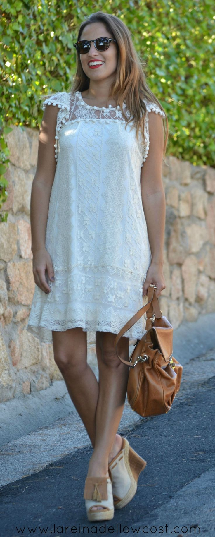 Summer total look. White dress. Sunglasses. Lace dress. Spanish Blogger. La Reina del Low Cost Fashion Blogger Style Outfit