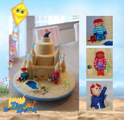 Taart zandkasteel voorbeeld: marsepein met pipinggel en koekjes, torens van wc-rol met marsepein