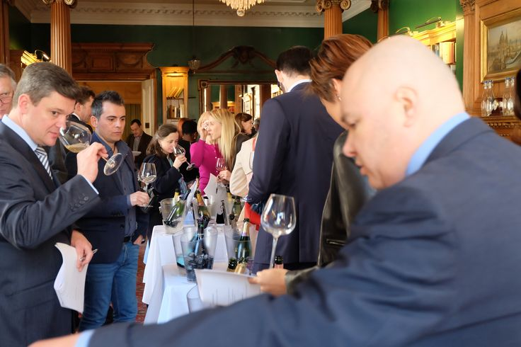 The #GlassofBubbly International #Champagne & Sparkling Wine tasting London April 2016 was a sell out crowd both in exhibitors and attendees.