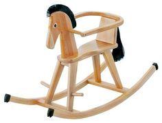 Mit dem Schaukelpferd von Geuther kommen Pferdenarren und Schaukelfans voll auf ihre Kosten.