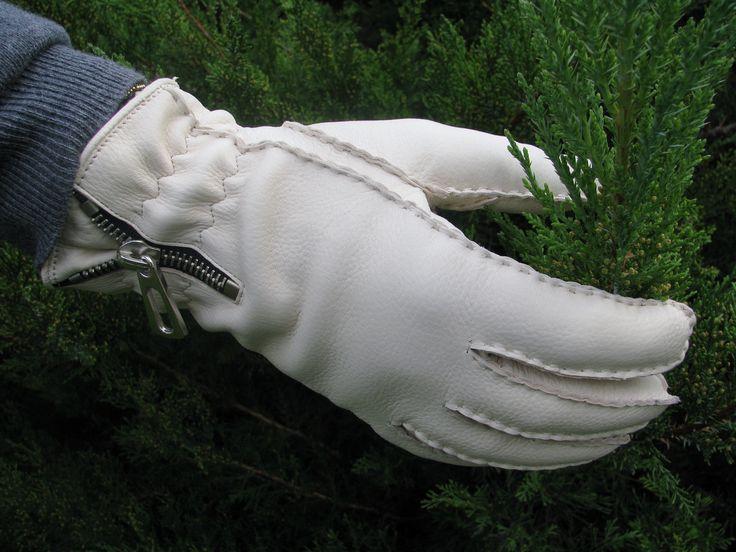 Women's deer leather gloves from alpagloves.hu